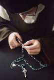carmelite-sisters-making-a-rosary